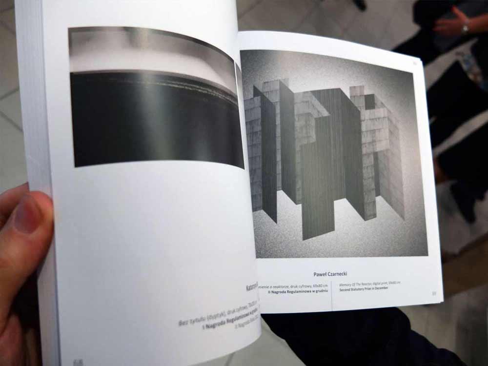 Katalog z grafikami laureatów konkursu Grafika Warszawska